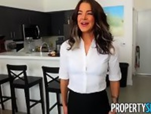 Realtor's Pussy is the Best Refund Ever! - HD
